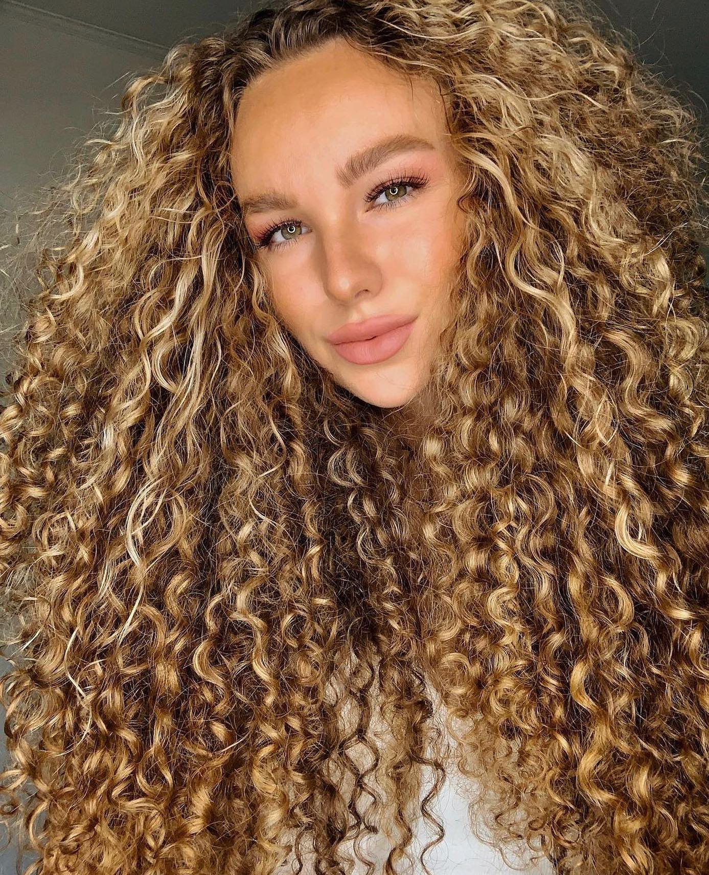 Texture Tuesday ✨While we use the curl typing system as a starting point, we can agree that textured hair doesn't fit in a box. Most of us have multiple curl patterns (and porosities) throughout our hair, which is why some people describe their hair as multi-textured. How do you feel about the curl typing system? Is it helpful? Does it really matter? What's most important for you when it comes to understanding your unique hair texture? Share with us below